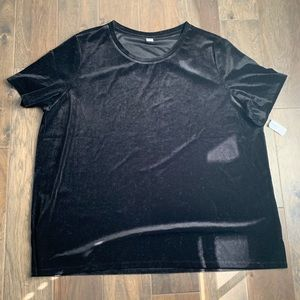 Old Navy WMNS velvet top. Brand new w/ tags. 2XL
